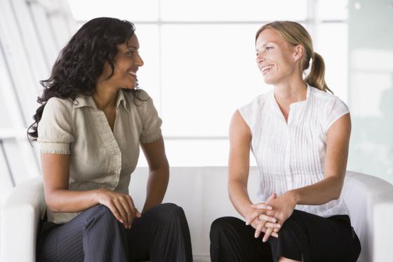 mujeres-hablando Insights Magazine - Marketing / Publicidad / Comunicación
