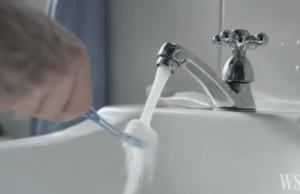 Colgate anima a las personas a ahorrar el consumo de agua.