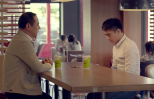 El nuevo comercial de McDonald's ha generado polémica en Asia.