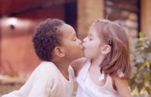 Este 13 de abril se conmemora el Día Internacional del Beso.